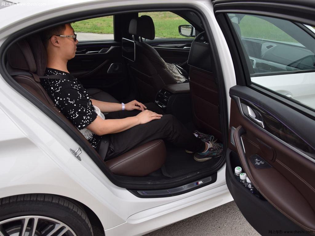 宝马5系 2018款 530li xdrivem运动套装座椅空间图片
