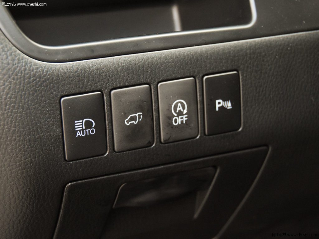 汉兰达 2018款 2.0t 四驱尊贵版7座座椅空间图片(10/)