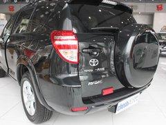 一汽丰田  RAV4 2.0 AT 车辆尾部特写
