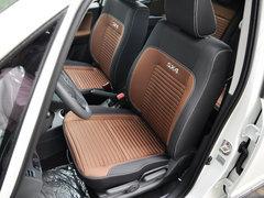 长安铃木  酷锐版 1.6L 手动 驾驶席座椅前45度视图