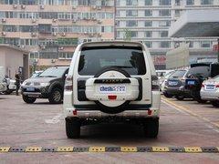 三菱(进口)  3.0L 自动 车辆正后方尾部视角