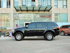 广汽三菱  3.0L 自动 车辆左正侧视角