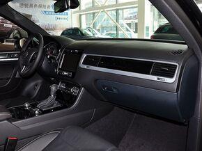 大众(进口)  V6 TSI 中控台右侧