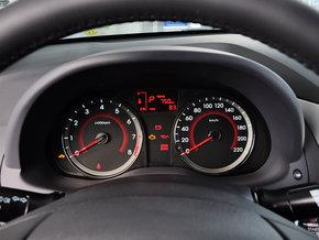 北京现代  三厢 1.4L 自动 方向盘后方仪表盘