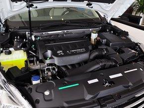 东风标致  2.3L 自动 发动机主体特写