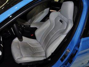 宝马M  3.0T 驾驶席座椅前45度视图