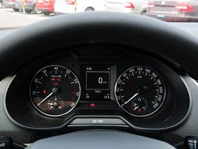 斯柯达  1.6L 自动 方向盘后方仪表盘