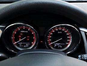 一汽奔腾  1.8T 自动 方向盘后方仪表盘
