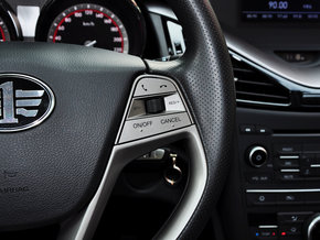 一汽奔腾  1.8T 自动 方向盘右侧