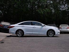 北京现代  2.4L 自动 车辆正右侧