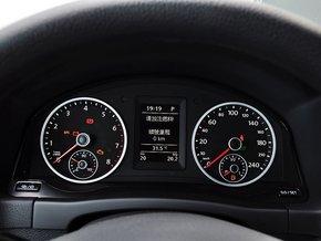 上汽大众  1.8TSI 自动 方向盘后方仪表盘