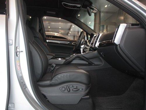 保时捷  Cayenne Turbo 4.8 AT 副驾驶座椅正视图
