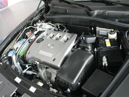 广汽  传祺 1.8 MT 发动机主体特写