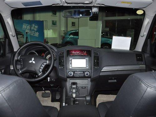 三菱(进口)  帕杰罗 3.0L AT 中控台整体