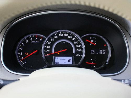 东风日产  天籁 2.5L CVT 方向盘后方仪表盘