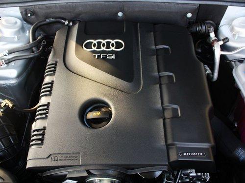 一汽奥迪  奥迪A4L 40TFSI AT 发动机主体特写