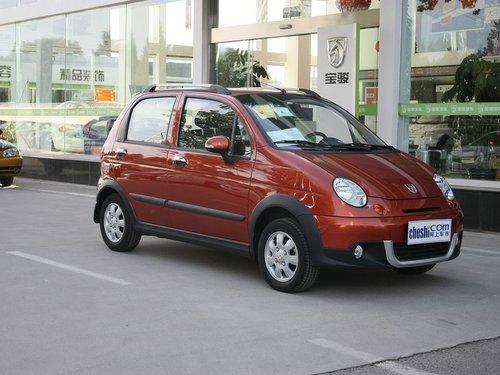 宝骏汽车  乐驰 1.2L MT 车辆右侧45度角