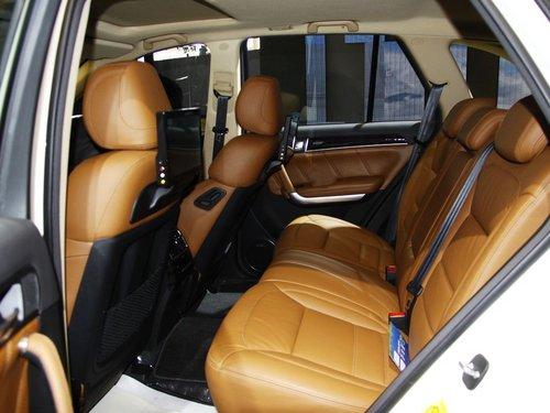 哈弗汽车  2.0T 自动 第二排座椅45度视角