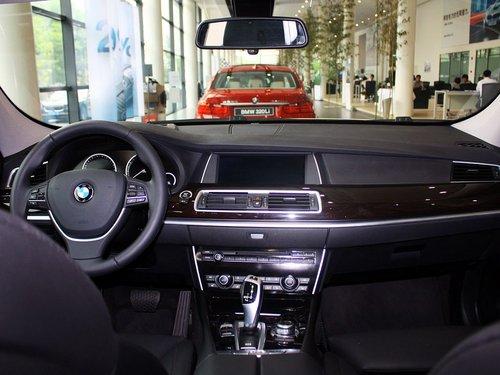 外观方面:2013款宝马5系gt车身尺寸分别为5003/1901/1575mm,轴距为