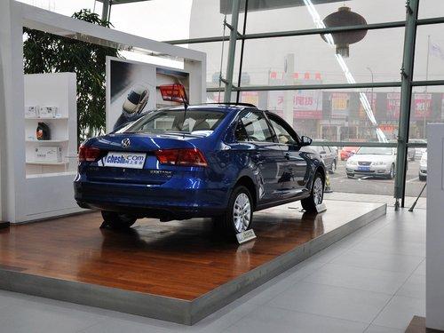 上海大众  1.6L 自动 车辆右侧尾部视角