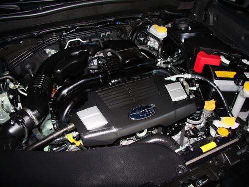 斯巴鲁  2.5L CVT 发动机主体特写