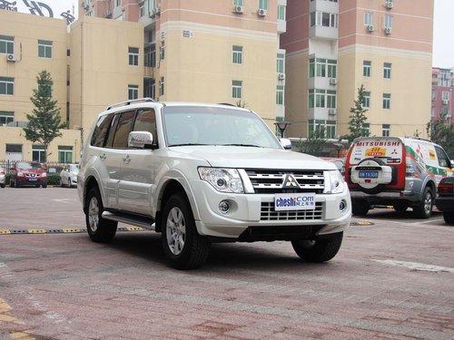 三菱(进口)  3.0L 自动 车辆右侧45度角