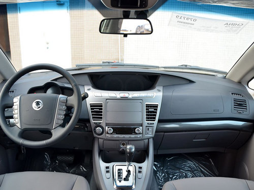 双龙汽车  2.0T 自动 中控台整体