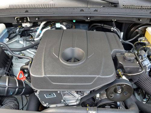 双龙汽车  2.0T 自动 发动机主体特写