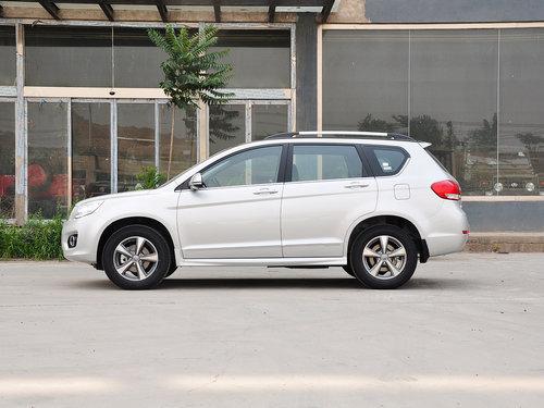 如果是汽车在行驶过程中,因汽车振动或车辆事故,使水箱水管高清图片