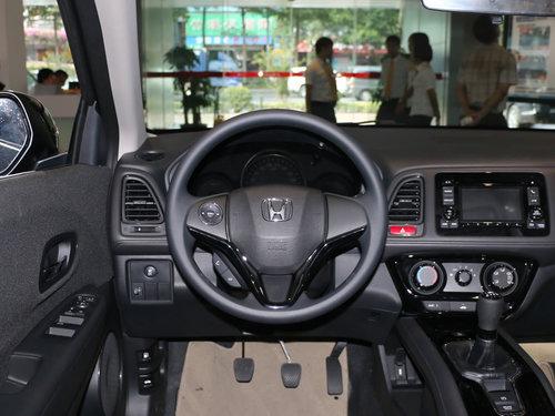 除此之外,缤智的方向盘功能按键也齐备的全部提供,音频控制,定速巡航