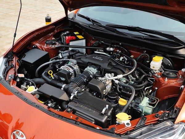 丰田(进口)  2.0L 自动 发动机主体特写