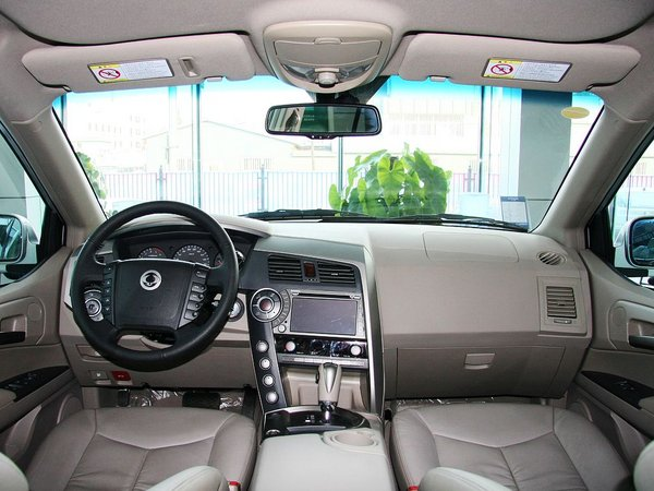双龙汽车  2.0 自动 中控台整体