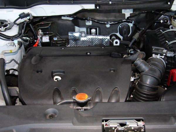雪铁龙(进口)  2.0L CVT 发动机主体特写