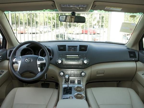 广汽丰田  2.7L 自动 中控台整体