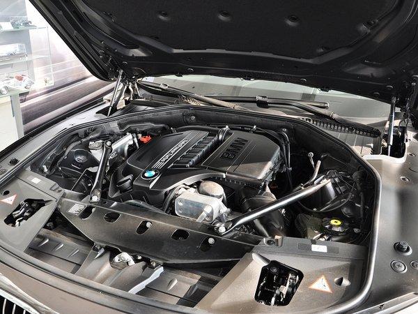 宝马(进口)  740Li 3.0T 发动机局部特写