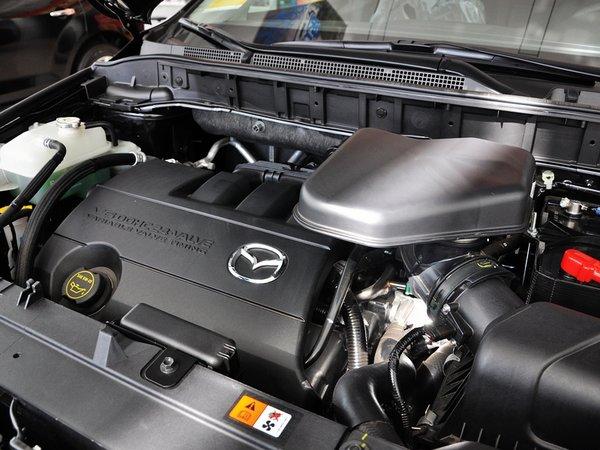 马自达(进口)  3.7L 自动 发动机主体特写