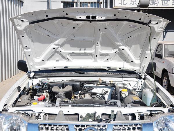郑州日产  2.4L 手动 发动机局部特写