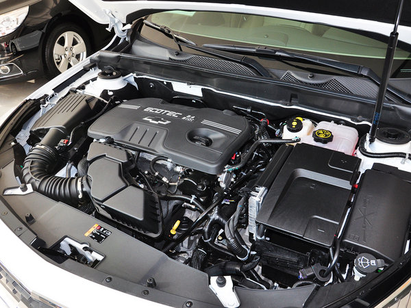 雪佛兰  2.4L 自动 发动机主体特写