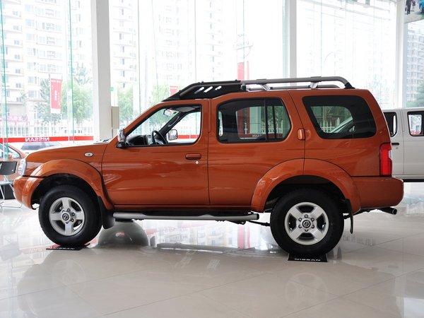 郑州日产  2.4L 手动 车辆左正侧视角
