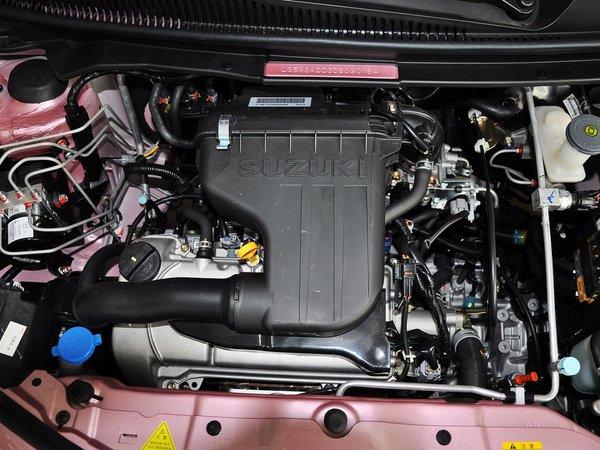 长安铃木  1.0L 自动 发动机主体特写