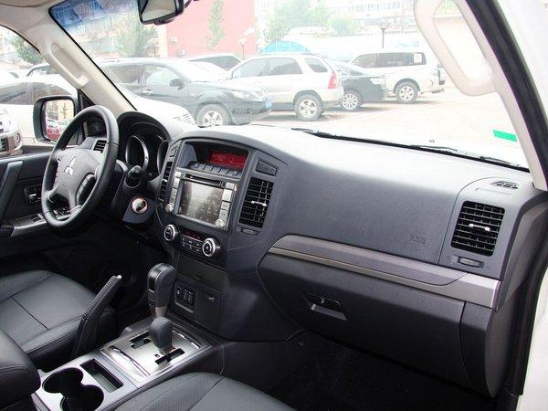 三菱(进口)  3.0L 自动 中控台右侧