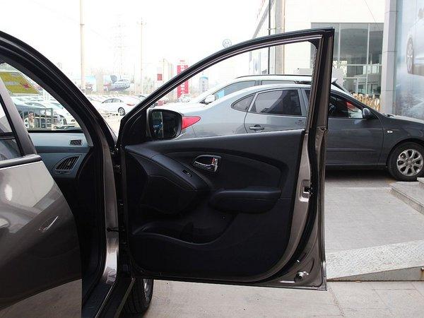 北京现代  改款 GL 2.0L 手动 右前车门正视图