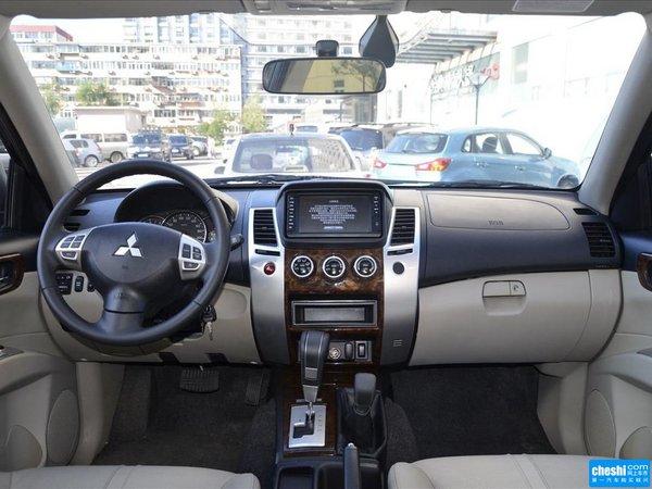 广汽三菱  3.0L 自动 中控台整体