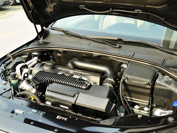 沃尔沃  T5 2.0T 自动 发动机主体特写