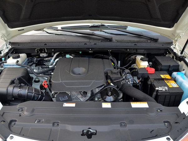 双龙汽车  2.0T 自动 发动机局部特写