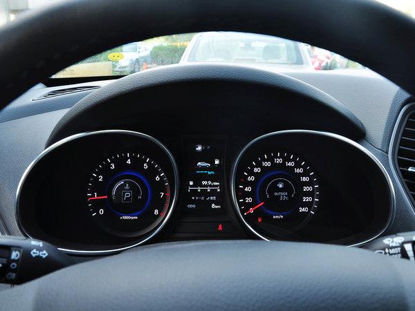 北京现代  2.4L 自动 方向盘后方仪表盘