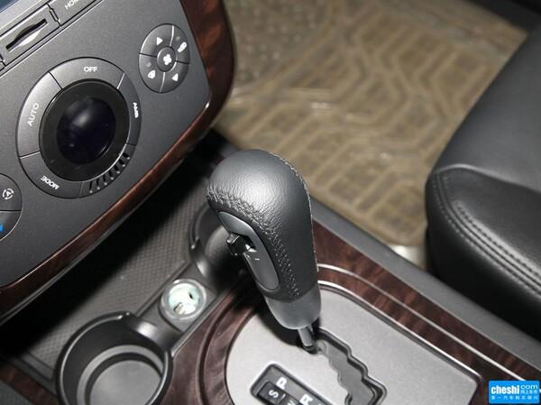 上汽荣威  1.8T 4WD 挂档把手特写