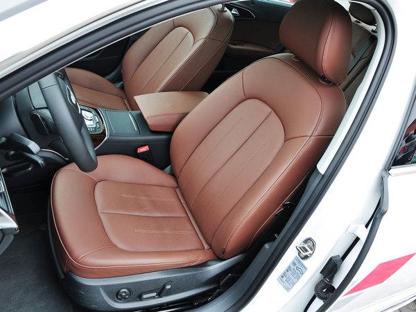 一汽奥迪  30 FSI 驾驶席座椅前45度视图
