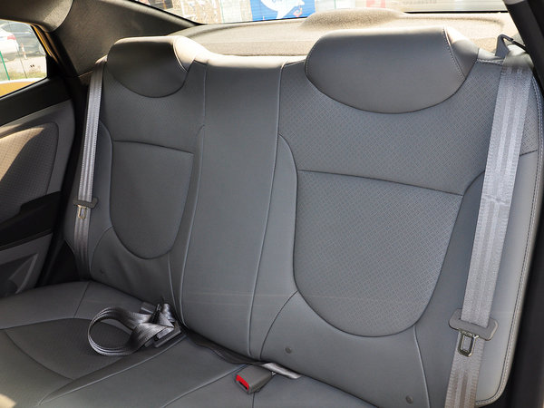北京现代  三厢 1.4L 自动 第二排座椅