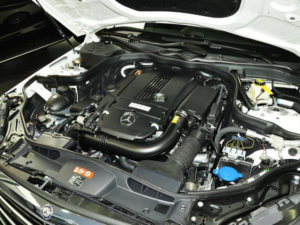 北京奔驰  E260L 1.8T 自动 发动机主体特写